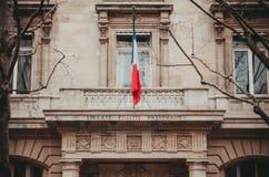 Paryski Francja balkon z flaga Palais De Sprawiedliwość Zdjęcia Stock