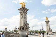 PARYSKI Francja 02 2018 Czerwiec: Pont Alexandre III bridgeThe ozdobny, ekstrawagancki most w Paryż Obrazy Stock
