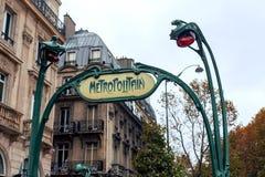 Paryski metra metro Sztuki nouveau Zdjęcia Stock