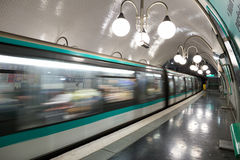 Paryski metro ruch Zdjęcia Royalty Free