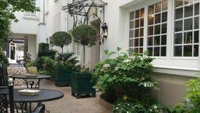 Paryski patio dla pokojowego momentu dzielić Zdjęcia Stock