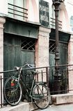 Paryski roweru romans w palais royal zdjęcie stock