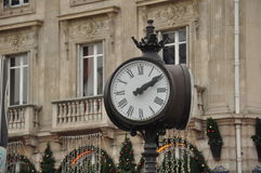 Paryski ulica zegar fotografia stock