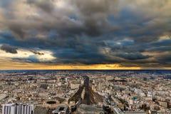 Paryski zmrok chmurnieje linię horyzontu Obraz Stock