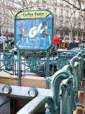 Paryskiego metra Wejściowa sztuka Nouveau Victor Hugo Francja Fotografia Royalty Free