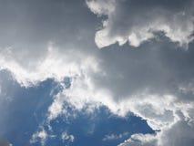 Pas-de-deux da nuvem no céu Fotografia de Stock