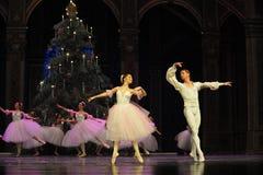 Pas de deux - variation 2 (dansen av Sugar-Plum Fairy) - balettnötknäpparen Royaltyfria Bilder