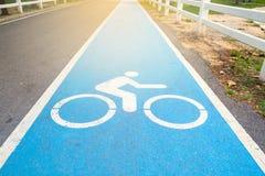 Pas ruchu dla bicyklu w parku Fotografia Royalty Free