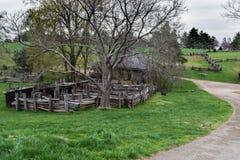 Pasać pola, Końską stajnię i Kołkowatego pióro na ziemi Booker T, pomnikowy krajowy Washington Obraz Royalty Free