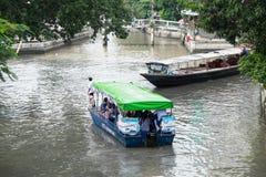 Pasażer przejażdżka tradycyjny Khlong Phadung Krungkasemboat jest a Zdjęcie Stock
