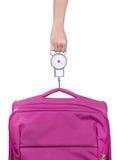 Pasażer sprawdza bagażu ciężar z skala przed lota isola obraz royalty free