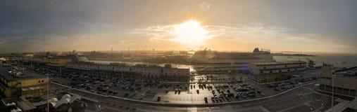 Pasażerscy statki przy Wenecja schronieniem zdjęcie royalty free