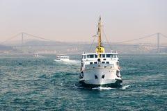 Pasażerscy statki w cieśninie Bosporus Fotografia Royalty Free