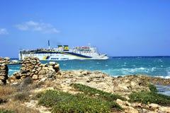 Pasażerska łódź w szorstkim morzu Obraz Stock