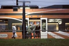 pasażerska kolejka przy stacją kolejową w kapitale Europa Obraz Royalty Free