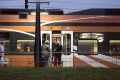 pasażerska kolejka przy stacją kolejową w kapitale Europa Zdjęcie Royalty Free