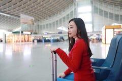 Pasażerska podróżnik kobieta w dworcu obraz stock
