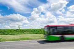 Pasażerski autobus na autostradzie zdjęcie stock