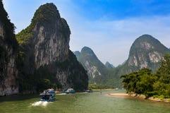 Pasażerskie łodzie i tratwy w Li rzece w Guagxi regionie w Chiny Fotografia Royalty Free