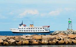 Pasażerskiego promu ciągnięcie wewnątrz Blokowa wyspa, Rhode - wyspa zdjęcie stock