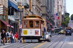 Pasażery jedzie na Hyde wykładają wagon kolei linowej w San Fransisco Fotografia Stock