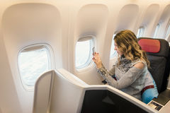 Pasażer w klasie business samolotowy bierze fotografie Fotografia Stock