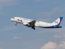 Pasażerski samolot Aerobus A320-214, Ural Airlines Obraz Stock