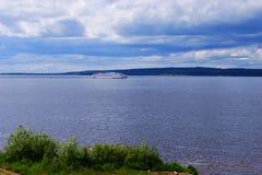 Pasażerski statek wycieczkowy na Volga Zdjęcie Stock