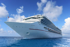 Pasażerski statek wycieczkowy przy morzem Fotografia Royalty Free