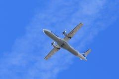Pasażerskiego samolotu ATR ATR-72-212A ogonu liczba VQ-BLE w locie Zdjęcie Stock