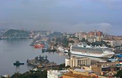 Pasażerskiego statku Diamentowy Princess w portowym Vladivostok Wschodni (Japonia) morze Rosja 02 09 2015 Zdjęcie Stock