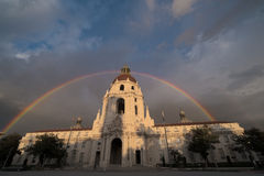 Pasadena-Stadt Hall Rainbow Lizenzfreie Stockbilder