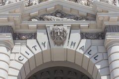Pasadena-Stadt Hall Sign Detail stockbilder