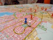 Pasador azul en mapa Foto de archivo libre de regalías