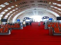 Pasażery czekać na ich loty Zdjęcia Stock