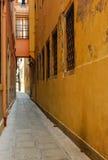 Pasage estreito na construção, Veneza Fotos de Stock