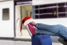 Pasajero adolescente en la Navidad Foto de archivo