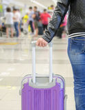 Pasajero femenino en el aeropuerto Imagen de archivo