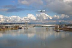 Pasajero Jet Descending de Air Canada imagen de archivo