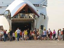 Pasajeros de embarco Fotografía de archivo libre de regalías