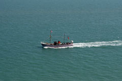 Pasajeros de un transporte en barca del barco turístico en el mar Fotografía de archivo libre de regalías