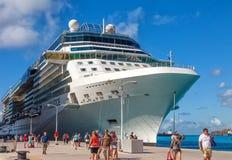 Pasajeros del barco de cruceros en St Maarten Imágenes de archivo libres de regalías