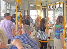 Pasajeros en el autobús de la ciudad Foto de archivo libre de regalías