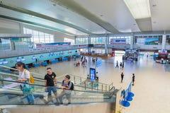 Pasajeros en el interior del aeropuerto internacional de Ranh de la leva, Vietnam Foto de archivo