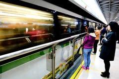 Pasajeros en el metro de Shangai - China Foto de archivo libre de regalías