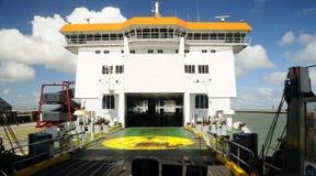 Pasajeros que esperan de una compañía de la nave P&Q Fotografía de archivo libre de regalías
