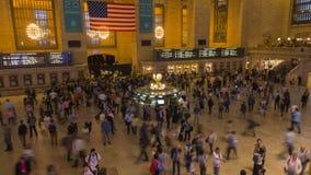Pasajeros que se mueven en el lapso de tiempo de Grand Central metrajes