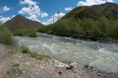 Pasanauri, samenloop van rivieren - witte en zwarte Aragvi Stock Foto