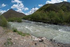 Pasanauri sammanflöde av floder - vit och svart Aragvi Arkivfoto