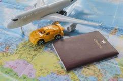Pasaporte, aeroplano y mapa Fotos de archivo libres de regalías